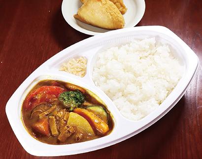 【いなり寿司店:花いなり】「まかないカレーライス」570円(税込み) いなりの揚げ入り。日、月曜限定で販売