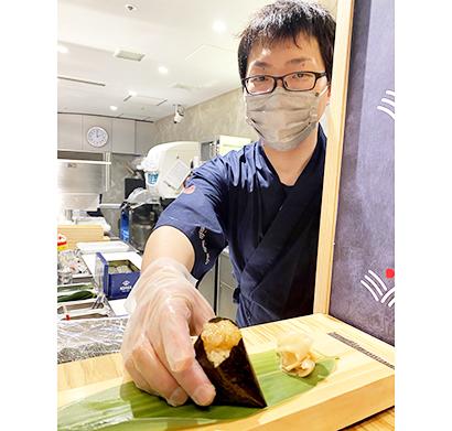 スシロー新業態「むすび寿司」1号店 おにぎりの手軽さを