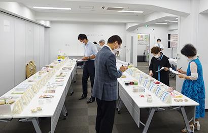 7日、東京・八丁堀「食情報館」で二次審査を開催