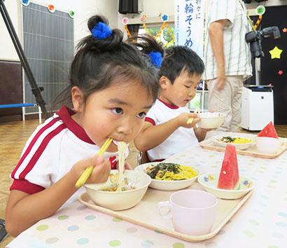 保育所でそうめん給食 奈良県三輪素麺工業協同組合が提供