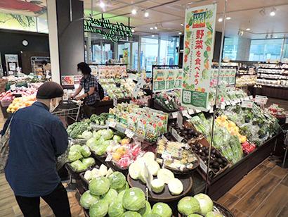 野菜摂取量増をアピールした青果売場