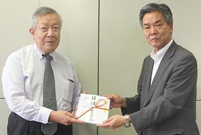 サイコー会、外食協に寄付贈呈 小田外食協会長「有意義に活用を」