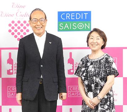 田辺由美代表理事(右)とクレディセゾンの林野宏会長CEO