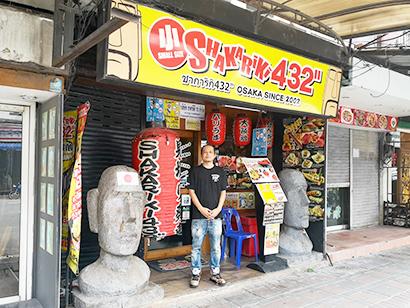 """濤川雄太さんが引き継いだ「しゃかりき432""""セカンドロード店」=タイ・バンコクで小堀晋一が昨年10月19日写す"""