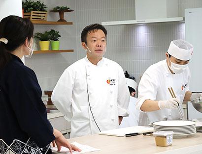 ひかり味噌とNOBU、新商品発表会で「初熟」オリジナルレシピ紹介