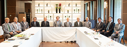 8月5日に東京・紀尾井町のホテルニューオータニ東京で開かれた第54回食品産業功労賞選考委員会