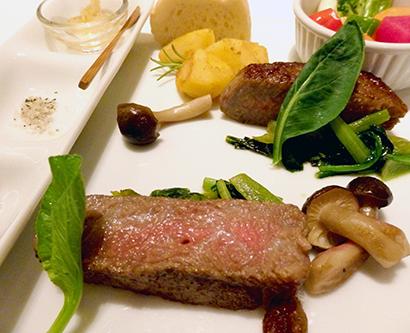 メーンの「飛騨牛ロース肉のステーキ」は、ハラール精肉処理した肉を使用