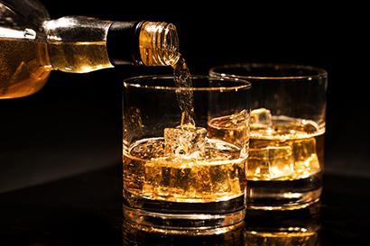 ◆ウイスキー特集:二極化進む家飲み 節約志向・プチ贅沢背景に